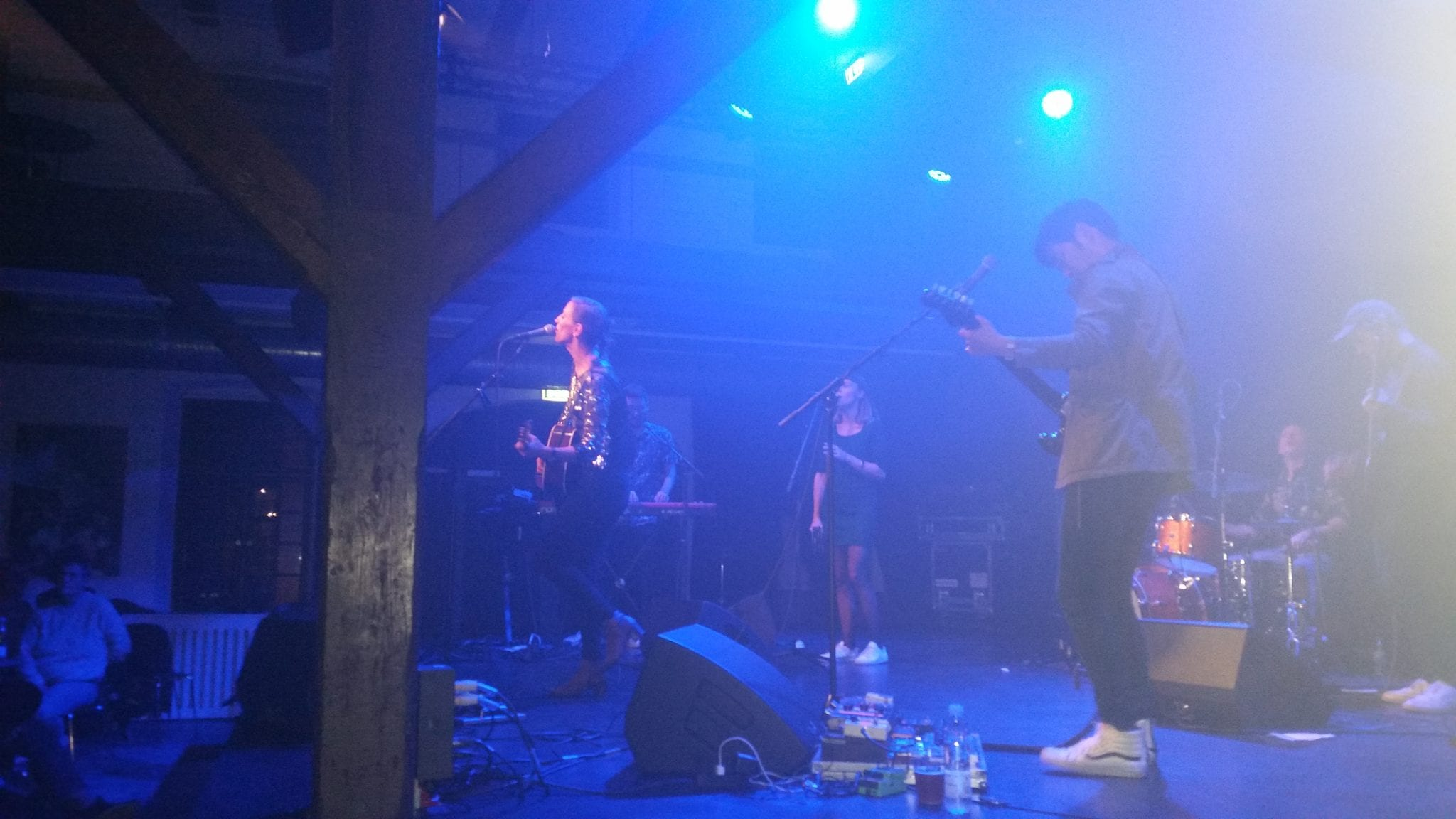 Mathilde Falch rockede Tøjhuset godt igennem på løvfaldssommerlun torsdag (foto: Claes Andersen)